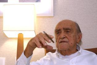 Adeus ao gênio da arquitetura Oscar Niemeyer (O Brasil se despediu hoje um dos seus grandes gênios criadores. O arquiteto Oscar Niemeyer foi um dos autores do projeto de construção da cidade de Brasília, além de deixar a sua marca em obras espalhadas pelo resto do Brasil e pelo mundo. O Recife abriga um de seus mais recentes trabalhos: o Parque Dona Lindu, em Boa Viagem.)