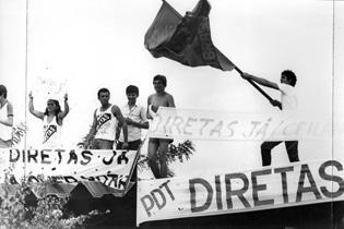 Diretas Já (Movimento civil de reivindicação por eleições presidenciais diretas no Brasil ocorrido em 1983-1984. A possibilidade de eleições diretas para a Presidência da República se concretizou com a votação da proposta de Emenda Constitucional Dante de Oliveira pelo Congresso. Entretanto, a Proposta de Emenda Constitucional foi rejeitada, frustrando a sociedade brasileira. )