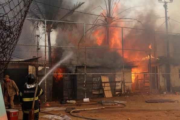 O incêndio começou no início da tarde desta segunda feira. - Edvaldo Rodrigues/DP/ D.A Press