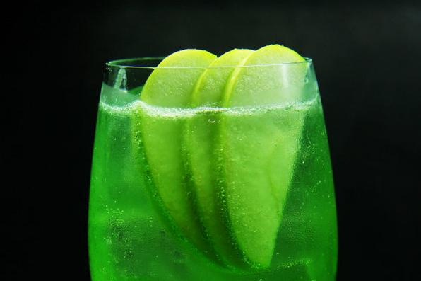 Apple Collins é releitura do clássico Tom Collins. Na composição, vodca e xarope de maçã verde. - Paulo Melo/Divulgação