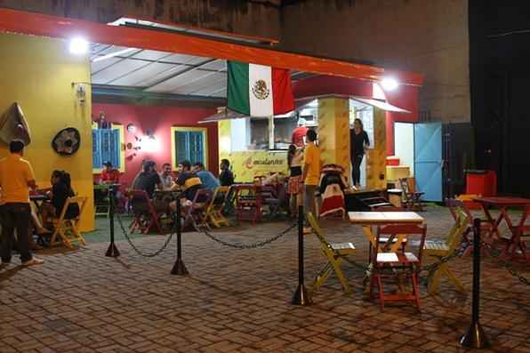 Estacionado há cerca de três semanas numa esquina da Domingos Ferreira, o Escalante's une o sabor da gastronomia mexicana à praticidade dos restaurantes montados sobre trailers nos EUA - Bruna Monteiro DP/D.A Press
