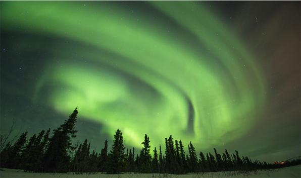 A aurora boreal, um fenômeno natural de luz, foi retratada pelo fotógrafo americano Steven Kazlowski em regiões do Alasca conhecidas como Cleary Point e North Slope.  -