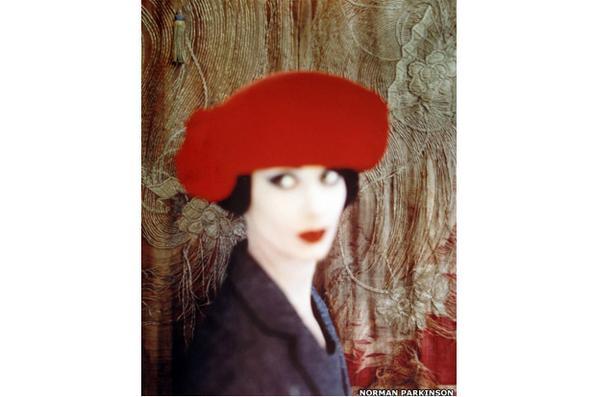 Uma exibição que celebra a fotografia colorida foi aberta na Galeria ATLAS, em Londres.  -