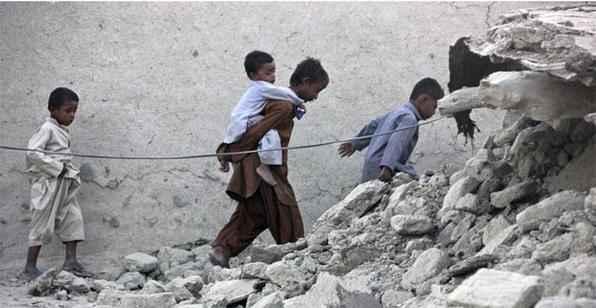 Centenas de pessoas morreram depois que um forte terremoto atingiu uma região remota da província do Baluquistão, no sudoeste do Paquistão.  -