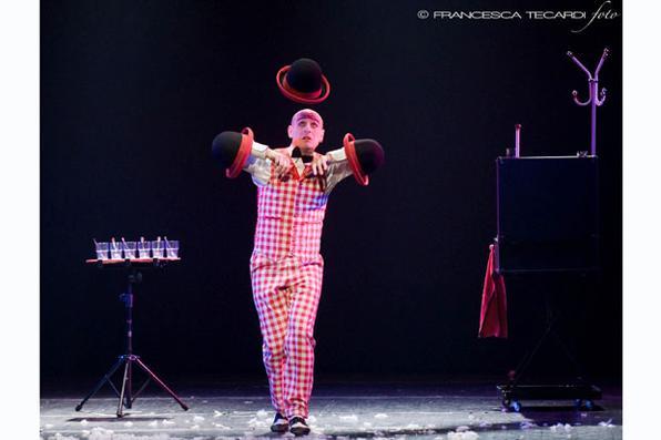 Andrea Farnetani no Festival de Circo. Foto: Francesca Tecardi/Divulgação -