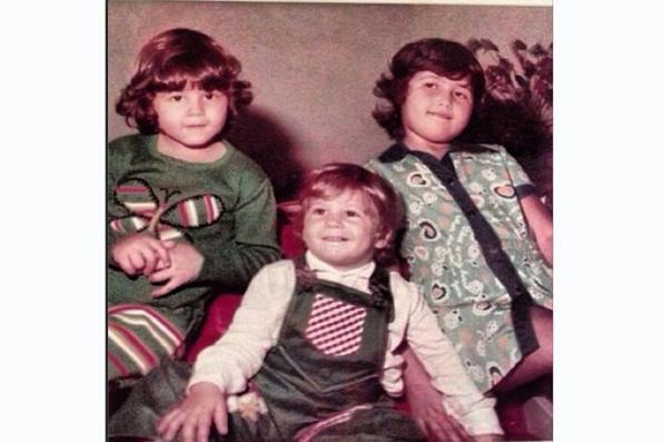 Reynaldo Gianecchini entre as duas irmãs.Foto: Reprodução/Instagram -