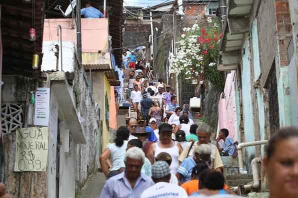 Segundo os organizadores, só durante a manhã, passaram pelo morro cerca de um milhão de pessoas, fora os participantes da procissão. Foto: Paulo Paiva/DP/D.A Press -