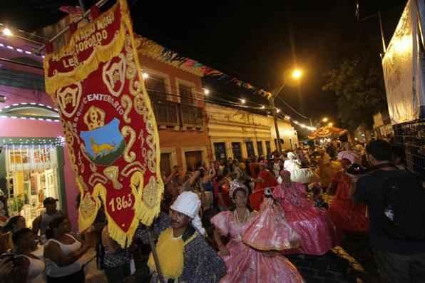 Maracatus de Olinda e do Recife desfilaram pelas ruas do Sítio Histórico. Foto: Roberto Ramos/DP/D.A Press -