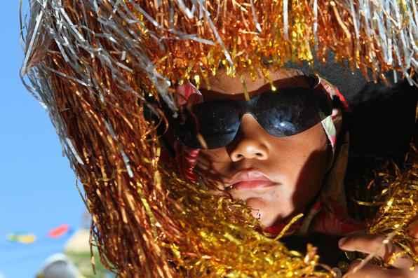 Encontro de maracatus em Nazaré da Mata reúne 50 grupos de 10 municípios pernambucanos e enche de cor e brilho a Praça João 23. Foto: Paulo Paiva/DP/D.A Press -  Paulo Paiva/DP/D.A Press