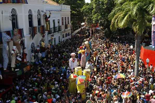 Carnaval nas ladeiras de Olinda. Na foto, o desfile dos Bonecos Gigantes. Crédito: Blenda Souto Maior/DP/D.A Press - Blenda Souto Maior/DP/D.A Press