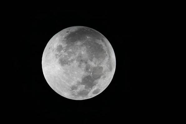 A Lua vermelha pôde ser vista durante eclipse nesta madrugada e abre a temporada de quatro eclipses totais. Fenômeno não é registrado há mais de um século. Foto: Carlos Silva/CB/D.A Press  - Carlos Silva/CB/D.A Press