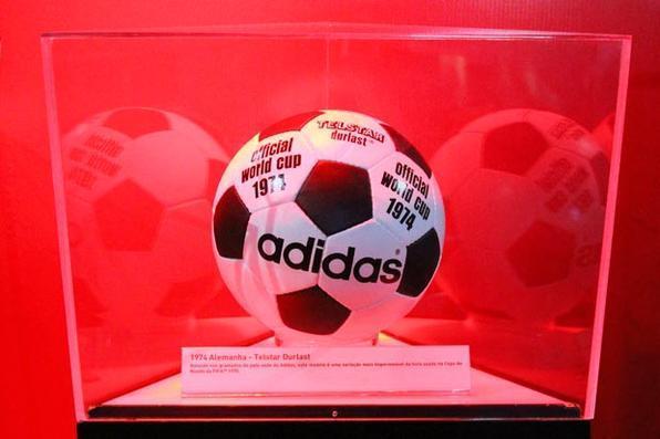 Telstar Durlast a bola oficial da Copa do Mundo de 1974, realizada no Alemanha. Foto: Paulo Paiva/DP/D.A Press -