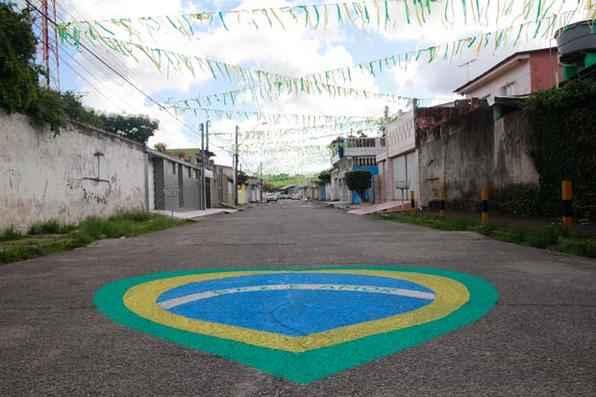 Decorou sua casa ou sua rua para uma festa de São João em clima Copa do Mundo? Manda uma foto pelo WhatsApp do Diario. Foto: Jo Calazans/Esp. DP/D.A Press -