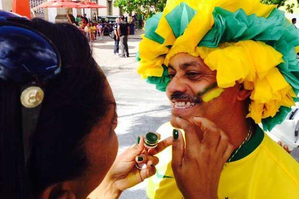 Torcedores chegam para o jogo entre Brasil e México na FunFest, Recife. Foto: Teresa Maia/DP/D.A Press -