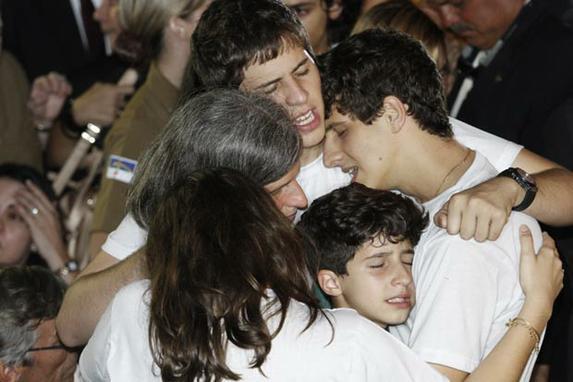O cortejo e o enterro de Eduardo Campos (As imagens do cortejo e do sepultamento do ex-governador e candidato a presid�ncia Eduardo Campos)