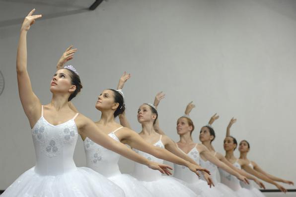 Hoje, 1º de setembro, é o dia em que se homenageiam os profissionais e amadores do Ballet. Foto:  Blenda Souto Maior/DP/D.A Press/Arquivo -