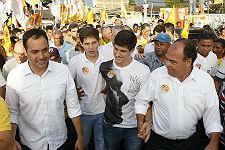 Caminhada em Abreu e Lima (Filhos de Eduardo Campos participam de caminhada de Paulo C�mara em Caet�s I)
