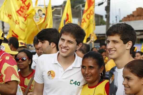 Filhos de Eduardo Campos participam de caminhada de Paulo Câmara em Abreu e Lima - Rapha Oliveira/Esp.DP/D.A. Press