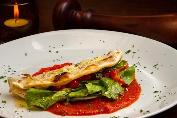 Prato do restaurante Casa do Mar. Prato: Piadina Alla Margherita. Foto: Luciana Ourique/Divulgação -