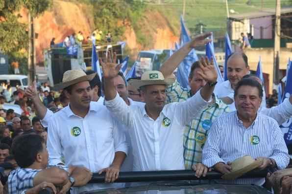Aécio Neves participa de comício em Sirinhaém, zona da mata sul de Pernambuco. - Teresa Maia/DP/D.A Press