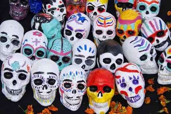 Tradicional celebração do Dia dos Mortos no México, com oferendas aos estudantes desaparecidos, como pães, frutas, caveiras de chocolate e açúcar. Foto: Leandra Felipe/Agência Brasil -
