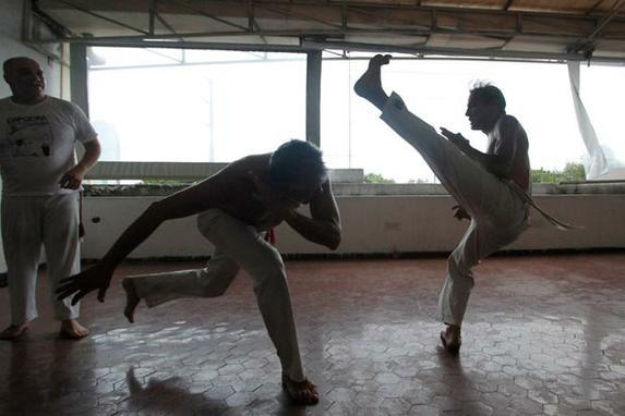 Capoeira se une ao frevo e agora tamb�m � patrim�nio cultural imaterial da humanidade (Capoeira se une ao frevo e agora tamb�m � patrim�nio cultural imaterial da humanidade. T�tulo foi concedido nesta quarta-feira em Paris)