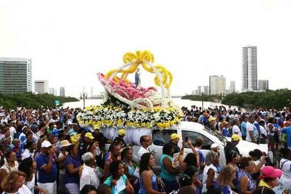 Cortejo chega ao Morro da Concei��o para missa campal (A prociss�o de Nossa Senhora da Concei��o chegou, na noite desta segunda-feira (8), ao Morro da Concei��o para a realiza��o da missa campal dedicada � santa.)