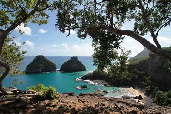Fernando de Noronha � destaque por melhorias em acessos tur�sticos (Avalia��o � fruto de pesquisa do Minist�rio do Turismo em parceria com o Sebrae Nacional e a FGV. Arquip�lago pernambucano cresceu 7,1 pontos em rela��o a 2013)