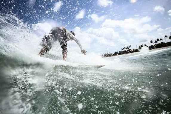 Surf pelas lentes de Paulo Paiva (F�s de surf acompanham com ansiedade o final do campeonato que pode dar ao brasileiro Gabriel Medina o in�dito t�tulo mundial do esporte. At� l�, curta as fotos do esporte pelas lentes do fot�grafo do Diario, Paulo Paiva.)