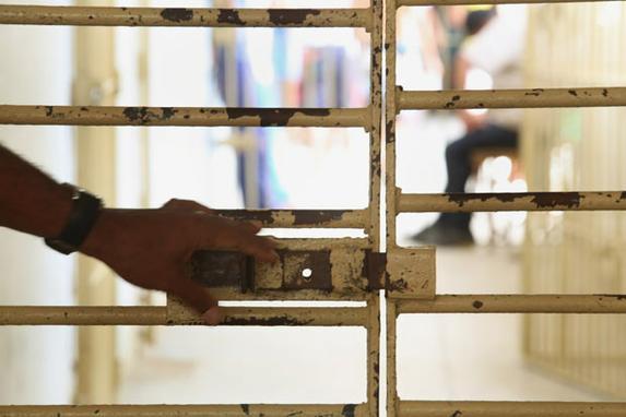 Gringos, presos e distantes de casa (Conhe�a as hist�rias de alguns detentos de outros pa�ses que amargam dias de solid�o, saudades e incertezas atr�s das grades nos pres�dios pernambucanos )
