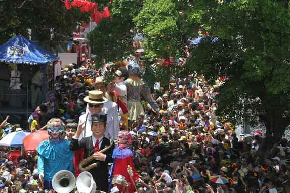 Carnaval e desfile de Bonecos Gigantes.