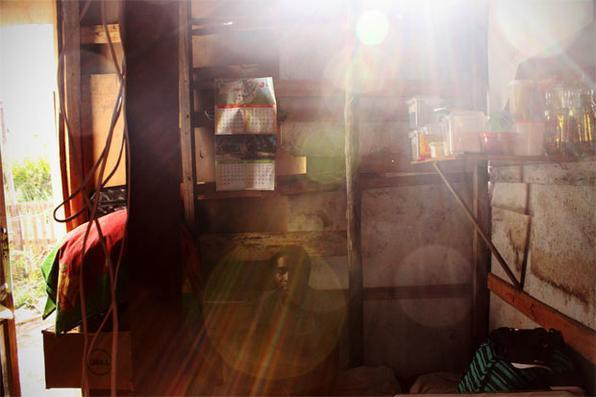 Há quase dois anos, centenas de famílias vivem em uma ocupação irregular entre a Avenida Recife e a pista do aeroporto. Os barracos amontoados compõem a comunidade Cacique Chicão. Foto: Paulo Trigueiro/Esp. DP/D.A Press -