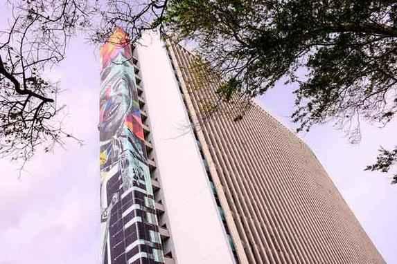 Prefeitura do Recife ganha painel do muralista Eduardo Kobra (Imagem de Luiz Gonzaga ser� a maior exposta em uma parede lateral de pr�dio da Am�rica Latina e deve ficar pronta j� no pr�ximo m�s )
