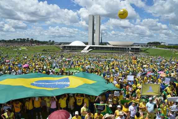As manifesta��es contra o governo pelo Brasil (Imagens das manifesta��es contra o governo pelo Brasil)