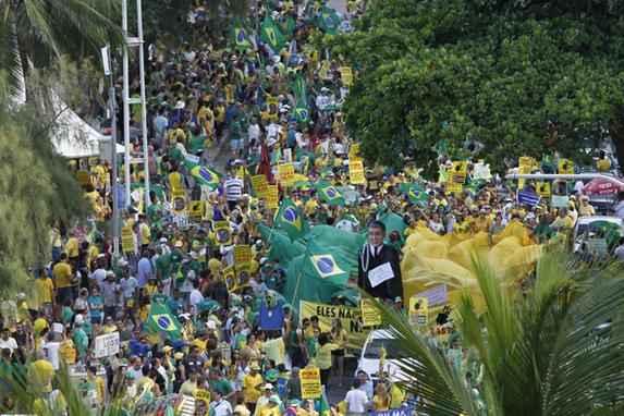Confira como foi o protesto contra o governo no Recife (A manifesta��o aconteceu em Boa Viagem, Zona Sul do Recife)
