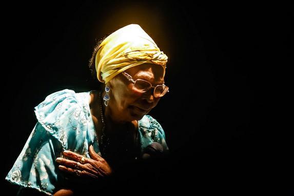 Cultura pernambucana de luto com a morte de Dona Selma do Coco (O Diario de Pernambuco resgata fotos de Dona Selma do Coco que morreu aos 85 anos. Foto: Andrea R�go Barros/PCR)
