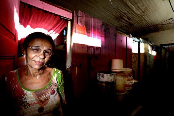 Vidas de aus�ncias (Sem acesso a �gua, energia e saneamento b�sico, mais de cem mil pessoas encontram-se em extrema pobreza no Recife.)