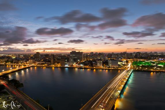 Recife visto pelo Instagram (Pessoas que usam o Instagram para divulgar fotos do Recife e conquistam seguidores com isso. Na foto, Recife Antigo, produzida por Bruno Lima.)