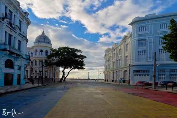 Pessoas que usam o Instagram para divulgar fotos do Recife e conquistam seguidores com isso. Na foto, a Avenida Rio Branco, produzida por Bruno Lima. - Bruno Lima/Divulgacao