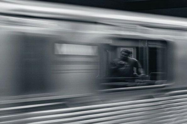 Internautas tiram fotos ao redor do mundo pela janela do ônibus. na linha vermelha do metrô, em Hollywood - Los Angeles - Califórnia  - @ezumphoto