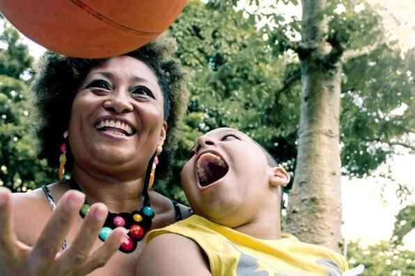 Projeto fotográfico Fonte de Luz, de Lívia Neves, retrata crianças com deficiências física ou intelectual   - Livia Neves/Divulgacao
