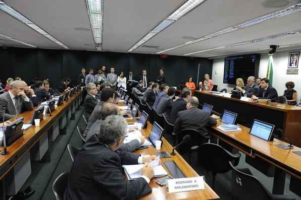Discussão durante reunião de apreciação do parecer preliminar referente ao Processo Nº 01/15, Representação Nº 01/15, do PSOL e REDE, em desfavor do Deputado Eduardo Cunha (PMDB/RJ). Foto: Luis Macedo/ Câmara dos Deputados -