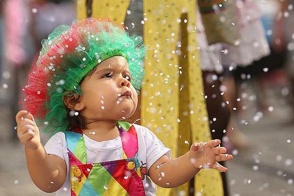 Crian�as tamb�m t�m espa�o no carnaval do Recife (Os pequenos se divertiram muito nos polos infantis dos parques Santana, Dona Lindu e Jaqueira, al�m da Pra�a do Arsenal, no Recife Antigo. Fotos: Hes�odo G�es/Esp DP)