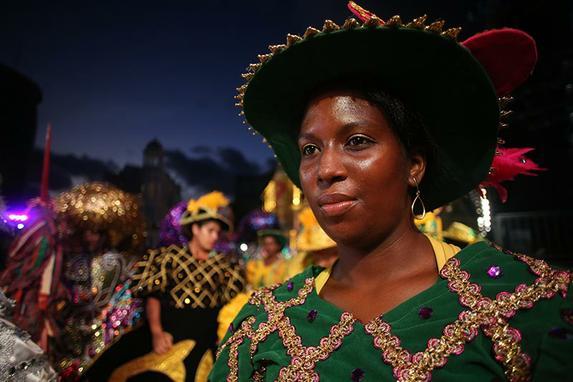 Carnaval 2016 - Recife Antigo (Maracatus, blocos e tro�as pela noite do Recife Antigo)