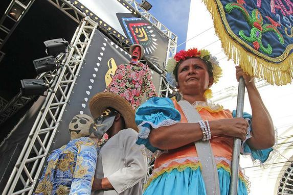Carnaval 2016 - Desfile dos blocos l�ricos e maracatus no Recife Antigo