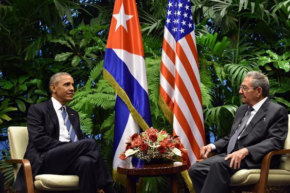 Presidente dos EUA, Barack Obama e o presidente de Cuba, Raúl Castro se encontram no Palácio da Revolução , em Havana . AFP PHOTO / NICHOLAS KAMM / AFP / NICHOLAS KAMM  -