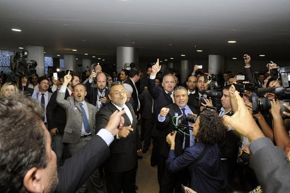 Grupos contra e a favor do impeachment fazem protesto no Salão Verde da Câmara Foto: Luis Macedo/Câmara dos Deputados  -