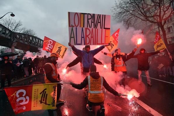 Milhares de pessoas vão às ruas na França em protesto contra reforma trabalhista Foto: Alain Jocard/AFP  -