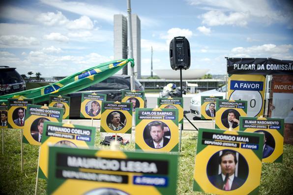 O movimento Vem Pra Rua realiza ação em frente ao Congresso Nacional em defesa do impeachment da presidente Dilma Rousseff  Foto: Marcelo Camargo/Agência Brasil -