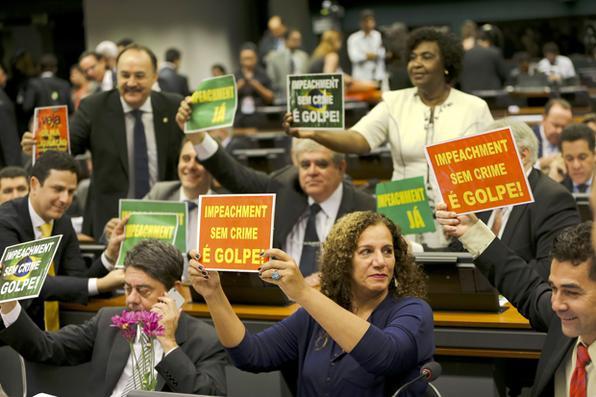 A comissão especial que analisa denúncia contra a presidenta Dilma Rousseff vota parecer do relator Jovair Arantes, que apontou que Dilma precisa ser julgada pelo Senado por crime de responsabilidade fiscal Foto: Marcelo Camargo/Agência Brasil -